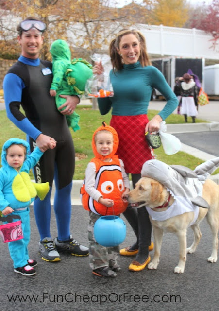 23 Genius Family Costume Themes