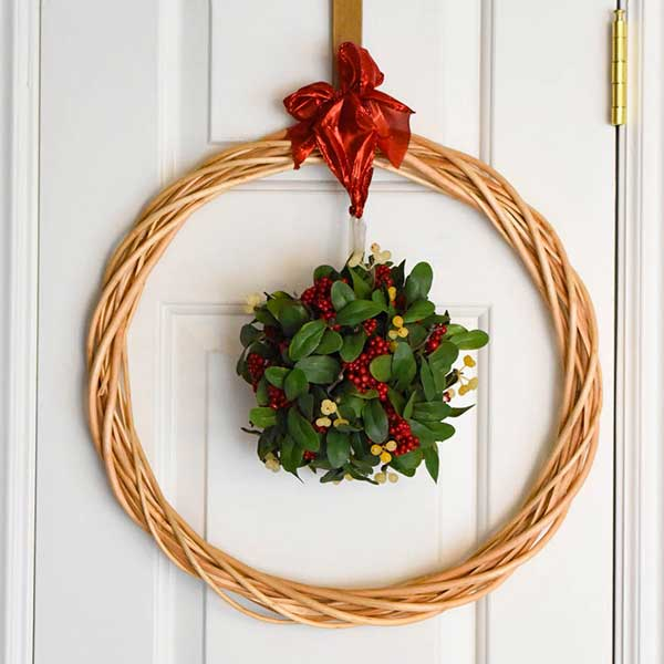 DIY Mistletoe Wreath