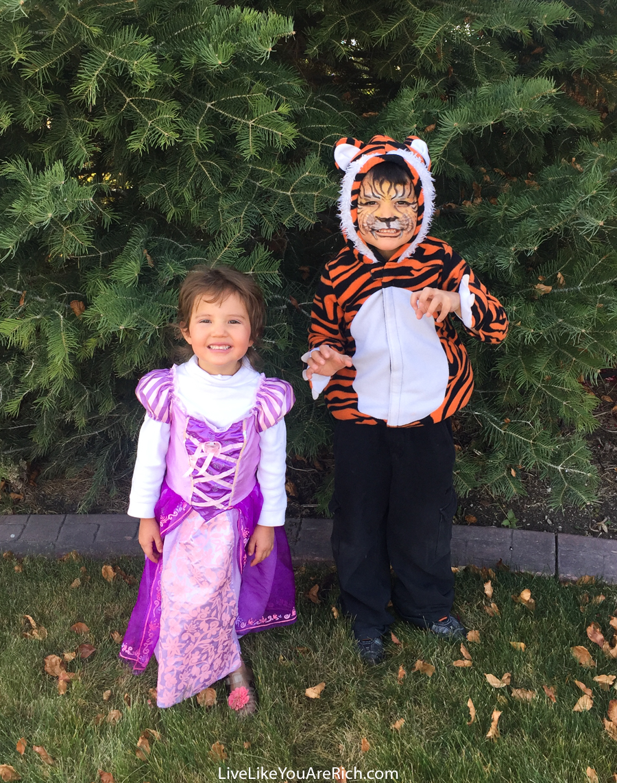 2017 Halloween Costume Reveal + 5 Fun Halloween Activity Spots for Young Kids in Utah & Salt Lake Counties