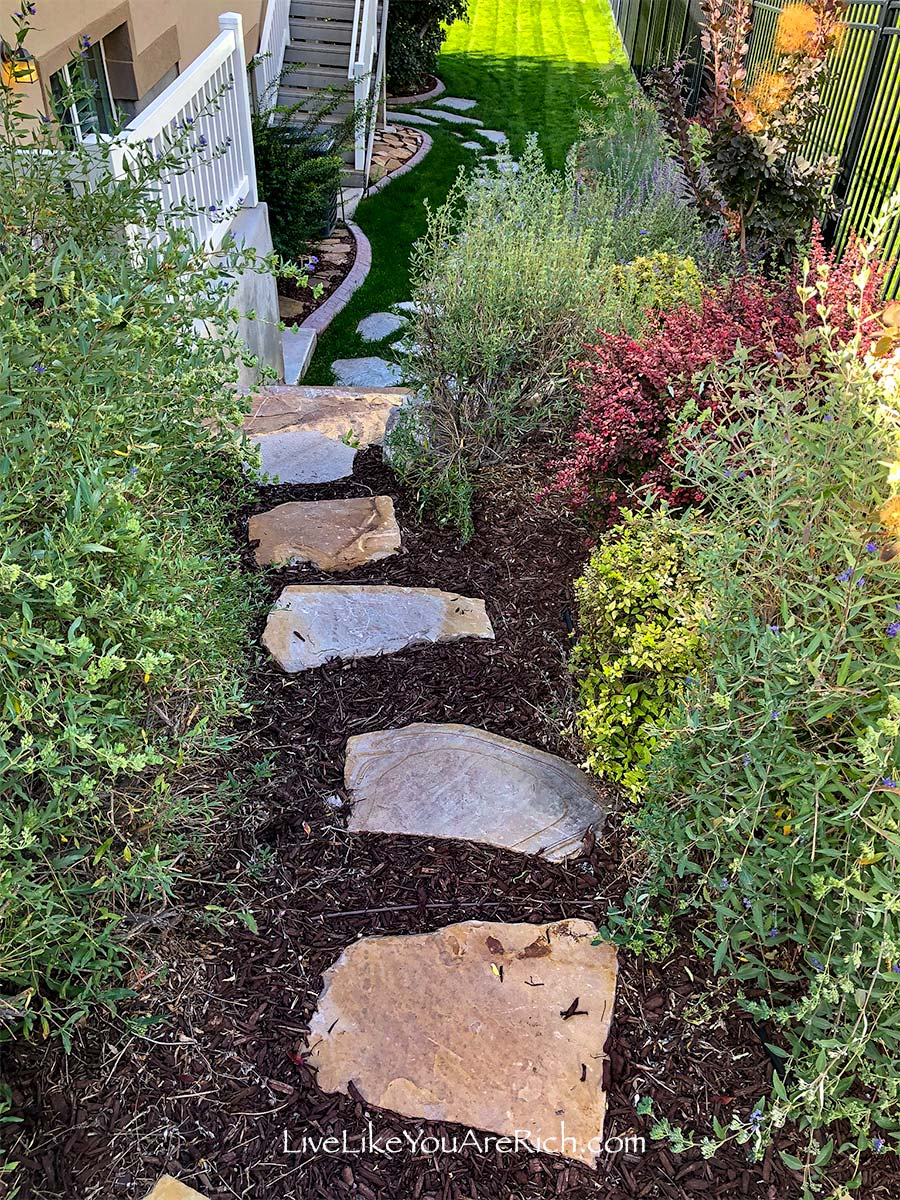 After Sideyard- Maintenance-Free Weedless Flower Beds in 10 Steps