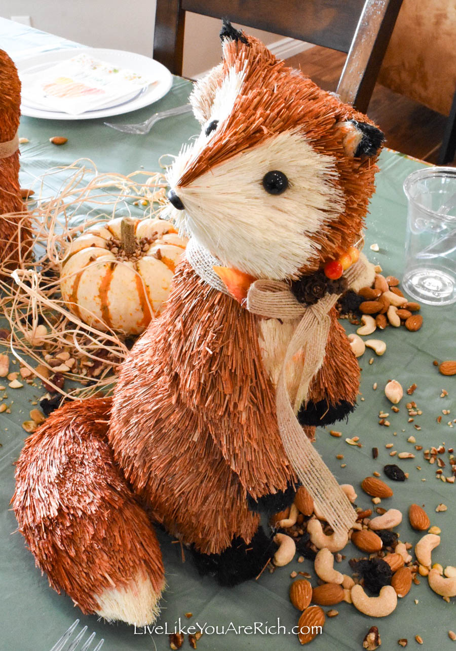 cute decorations for kids Thanksgiving tablescape