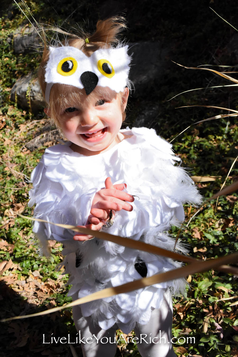 Easy Hedwig no sew baby costume.