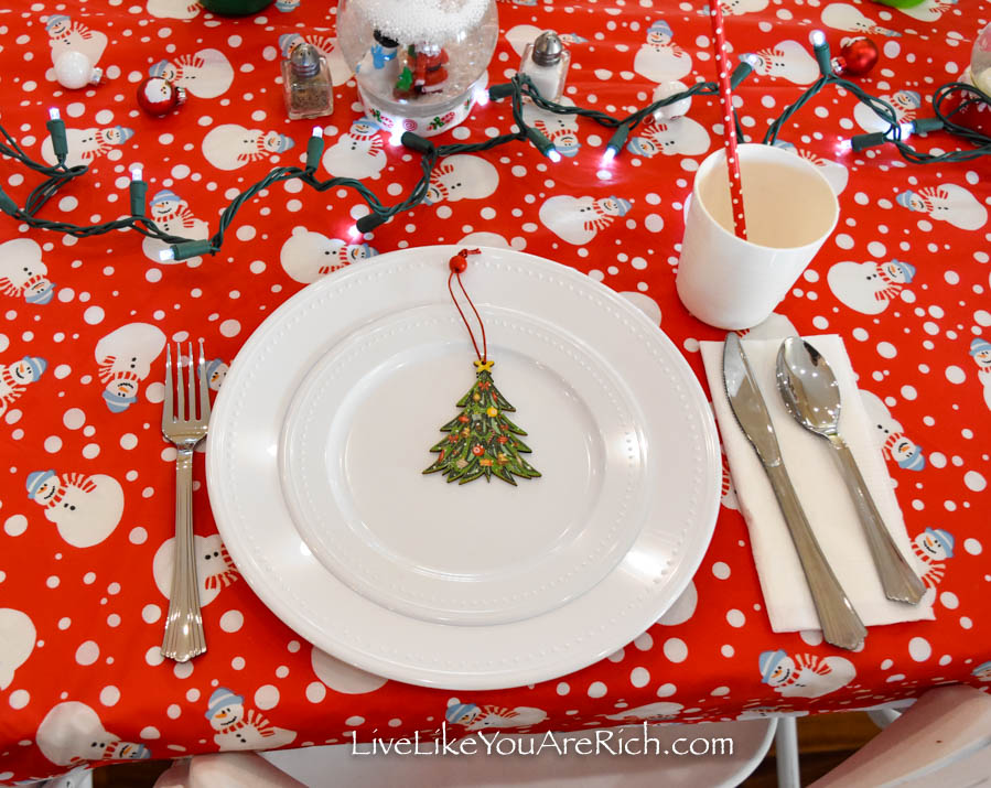 Plastic plates with Christmas ornament