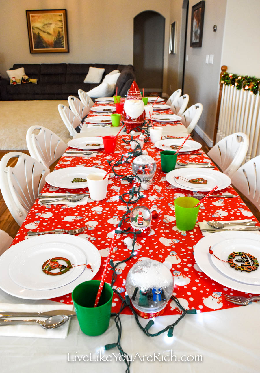 Complete settings of my Christmas tablescape for kids