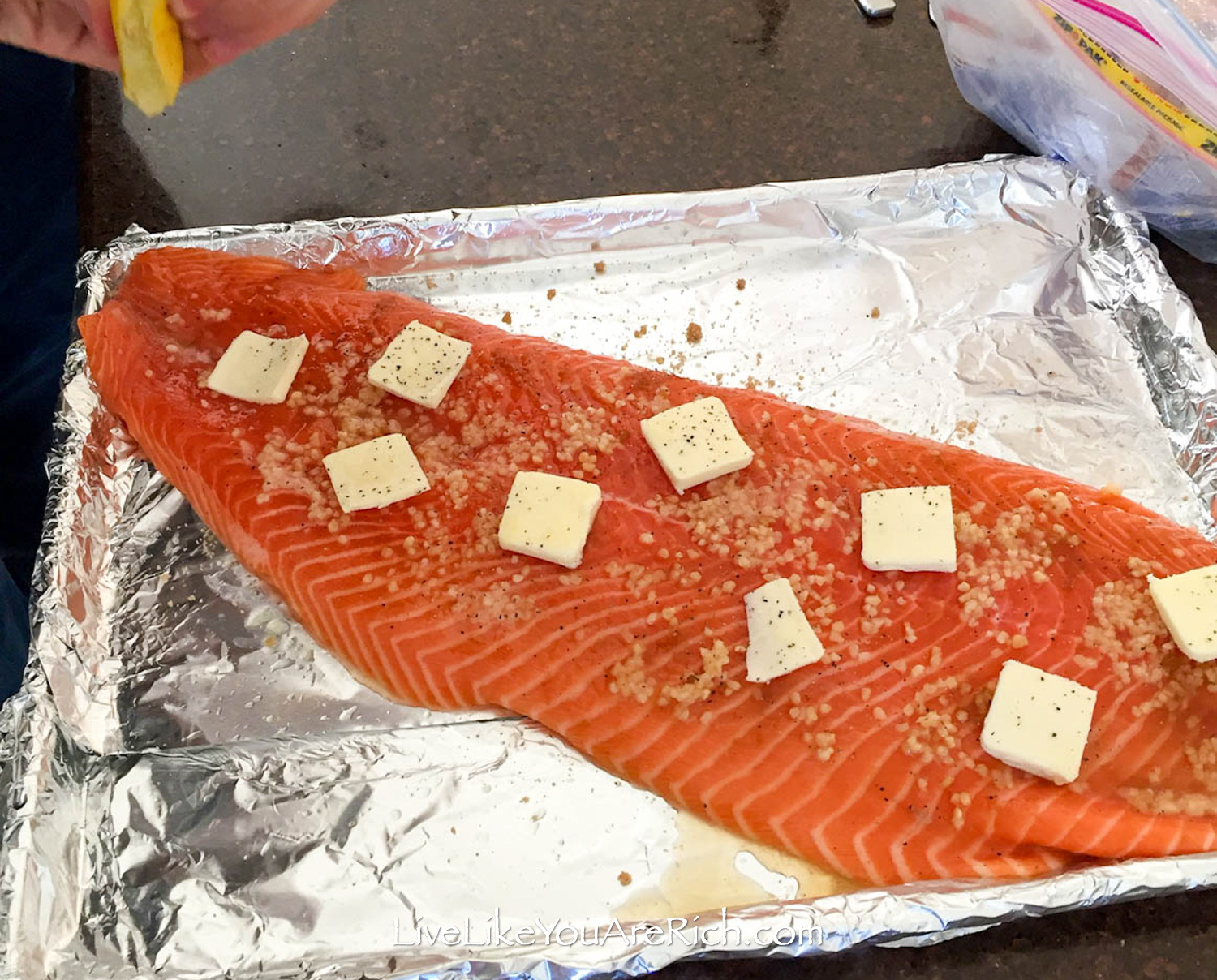 Salmon with garlic and lemon juice